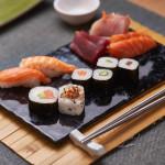 Variado 8 piezas + 100 g de sashimi variado