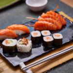 Salmón variado 8 piezas + 100 g de sashimi variado