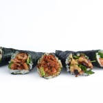 Temaki de salmón, aguacate y queso crema
