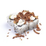 Salmón, aguacate y queso crema coronado con sésamo y cebolla crujiente (pack de 4 unidades)