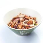 Yakiudón con marisco y verduras